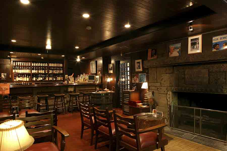 """The Bar """"Dacite"""" is named after the scientific name for Oya stone."""