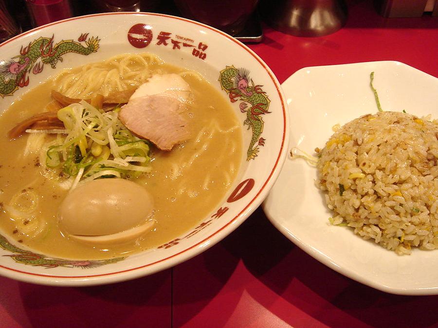 1024px-Ramen_and_fried_rice_by_shibainu_in_Kichijyoji,_Tokyo