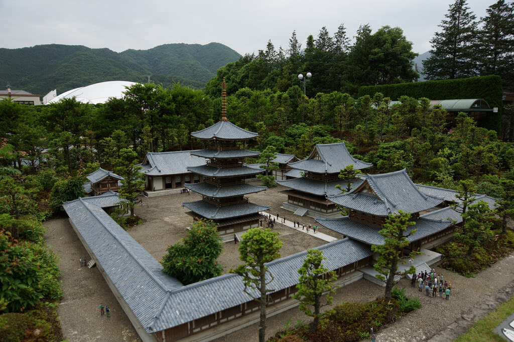 pine hall buddhist dating site Thus becoming the headquarters of the shingon buddhist cult and the head of some 3 600 temples in the community the main hall is not accessible to visitors except for major events such as the festival of the winter solstice or april 8, the anniversary of the birth of sakyamuni, another name for buddha.