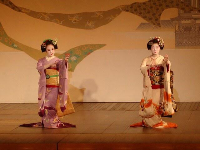 geisha-830918_640