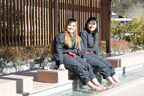 Have a foot spa while enjoying the spectacles of the garden