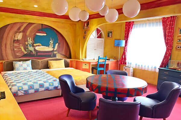 This room resembles Lisa's apartment in the Pompidou Centre, the institute of culture in Paris. ©2017 Anne Gutman & Georg Hallensleben / Hachette Livre