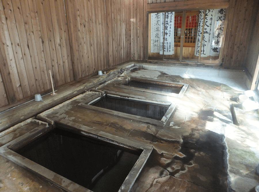 nishiyama-onsen-indoors-hot-spring