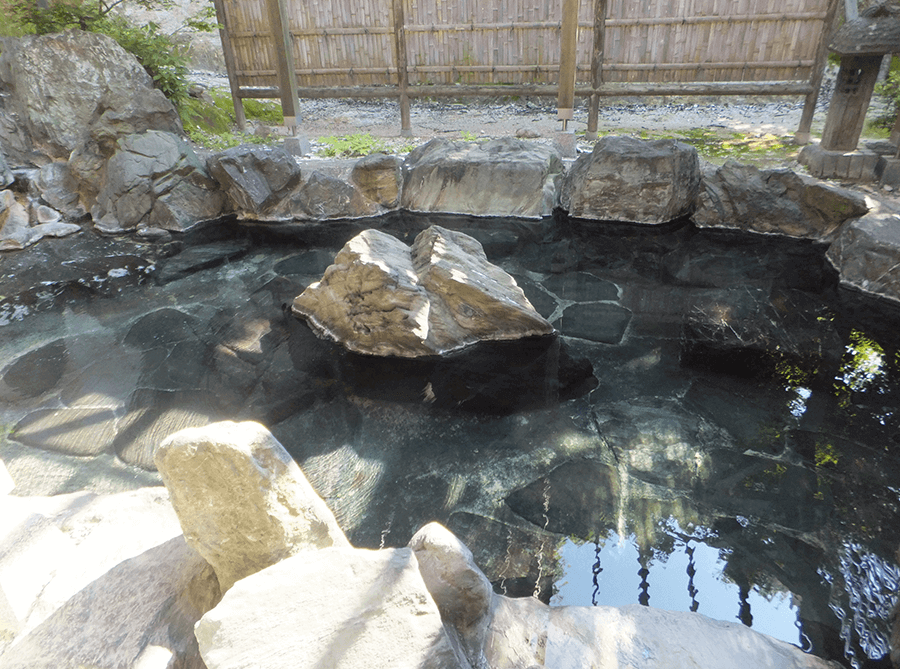 very-hot-outdoor-hot-spring-onsen-fukushima-nishiyama