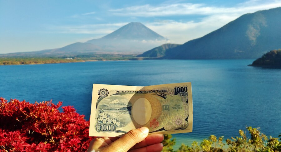 See the resemblance between the Mt. Fuji you see here and the one in a 1,000 yen bank note?