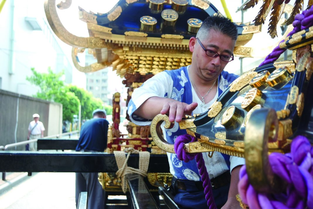 Assembling and decorating the mikoshi for children the same way as the one for adults.