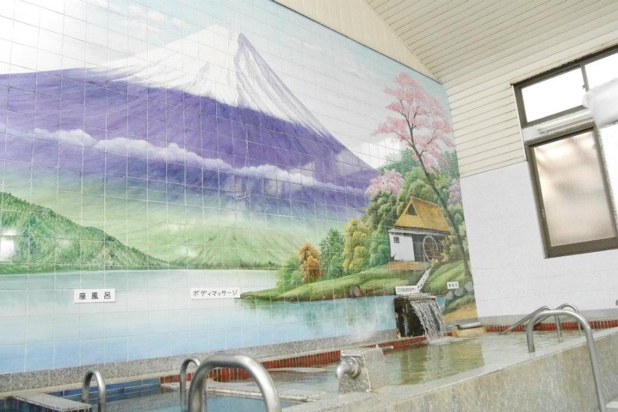sento interior Mount Fuji art