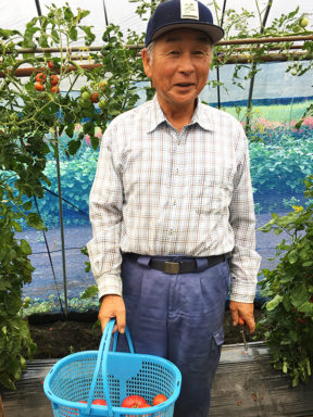 Photo 11 Mr Ishizuka on farm (800)